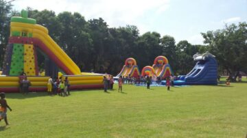 whether youre 6 or 80 these awesome inflatables are guaranteed to make any eve 360x202 - Whether you're 6 or 80, these awesome inflatables are guaranteed to make any eve...